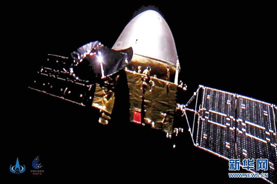 """(科技)(2)""""天问一号""""探测器首次深空""""自拍""""  五星红旗在太空闪耀"""