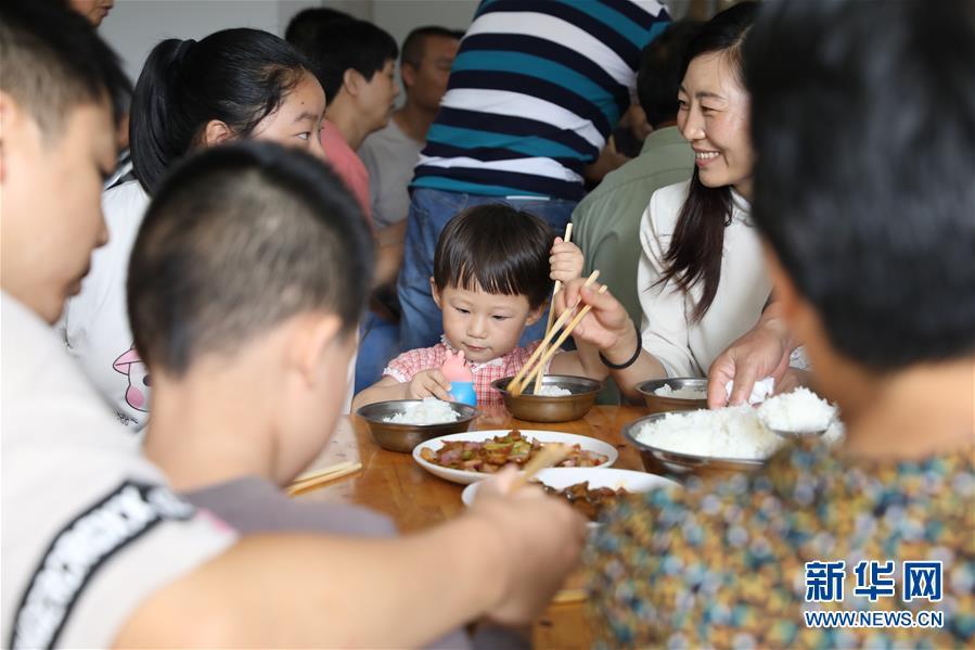 (防汛抗洪)(1)同享餐食 共渡难关