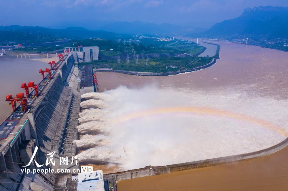 长江第3号洪水安然通过三峡大坝【3】